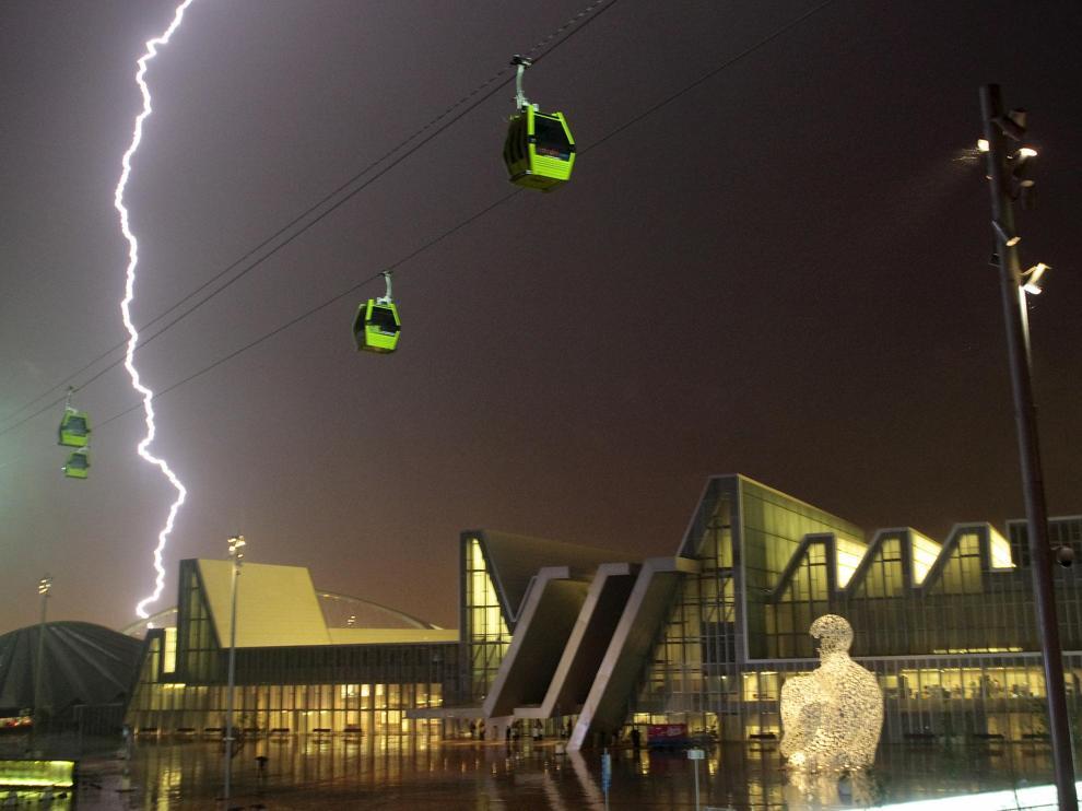 Una tormenta sobre el Palacio de Congresos, durante la Expo.