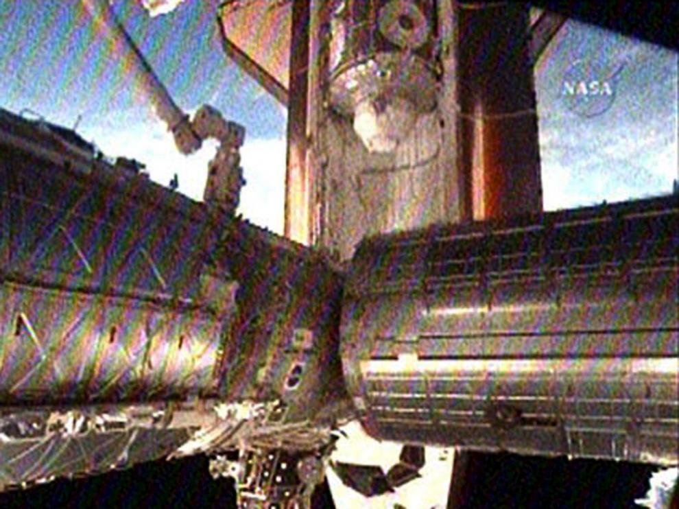 Fotografía facilitada por la NASA en el momento del acoplamiento