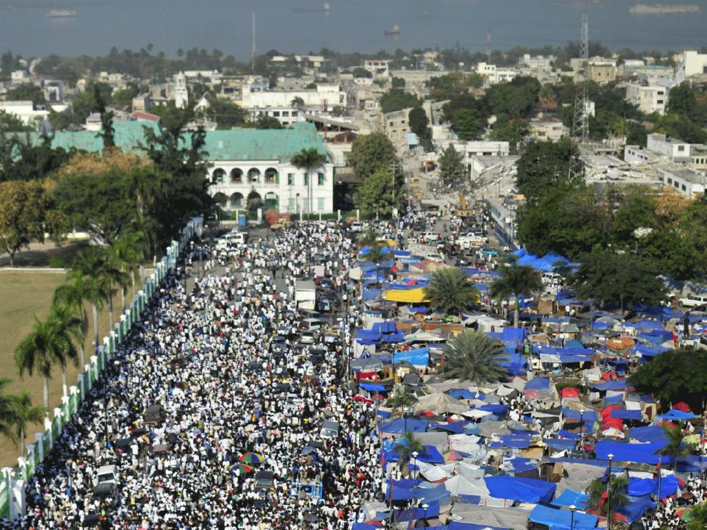 Miles de haitianos, ayer en la plaza central de Puerto Príncipe.