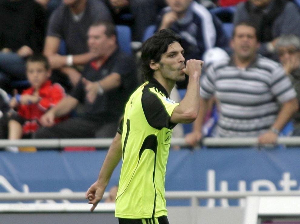 Lafita dedica el gol de Tenerife a su futuro hijo, que nacerá en junio.