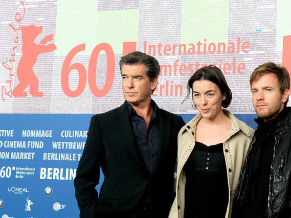 Los actores Pierce Brosnan, Olivia Wiliams e Ewan Mcgregor