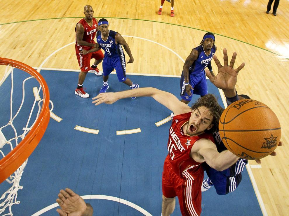 Jugada personal de Pau Gasol en la NBA