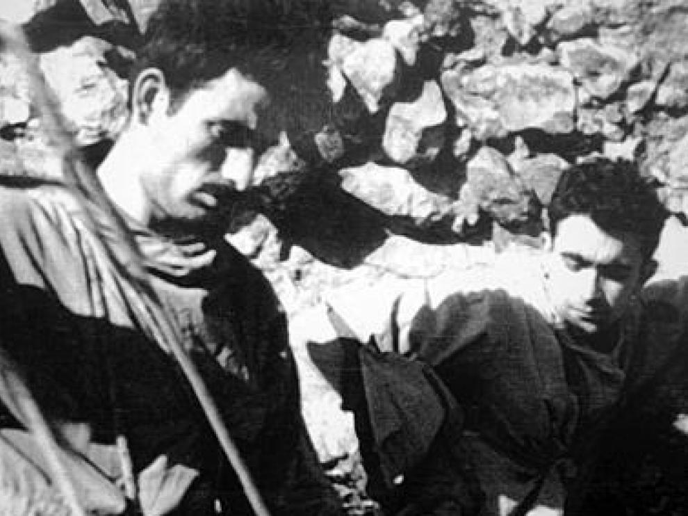 Rabadá y Navarro, preparándose para escalar el espolón del mallo Firé, el 11 de septiembre de 1962