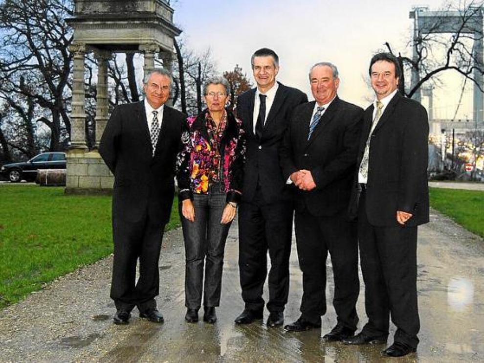 En el centro de la imagen, Jean Lassalle, con otros miembros de la candidatura de Forces Aquitanie