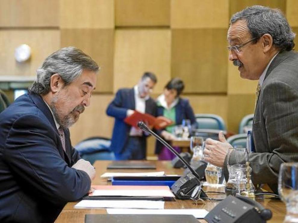 El alcalde, Juan Alberto Belloch, y el concejal de Economía, Francisco Catalá