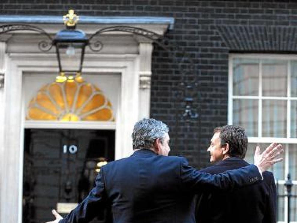 Brown y Zapatero, frente al número 10 de Downing St