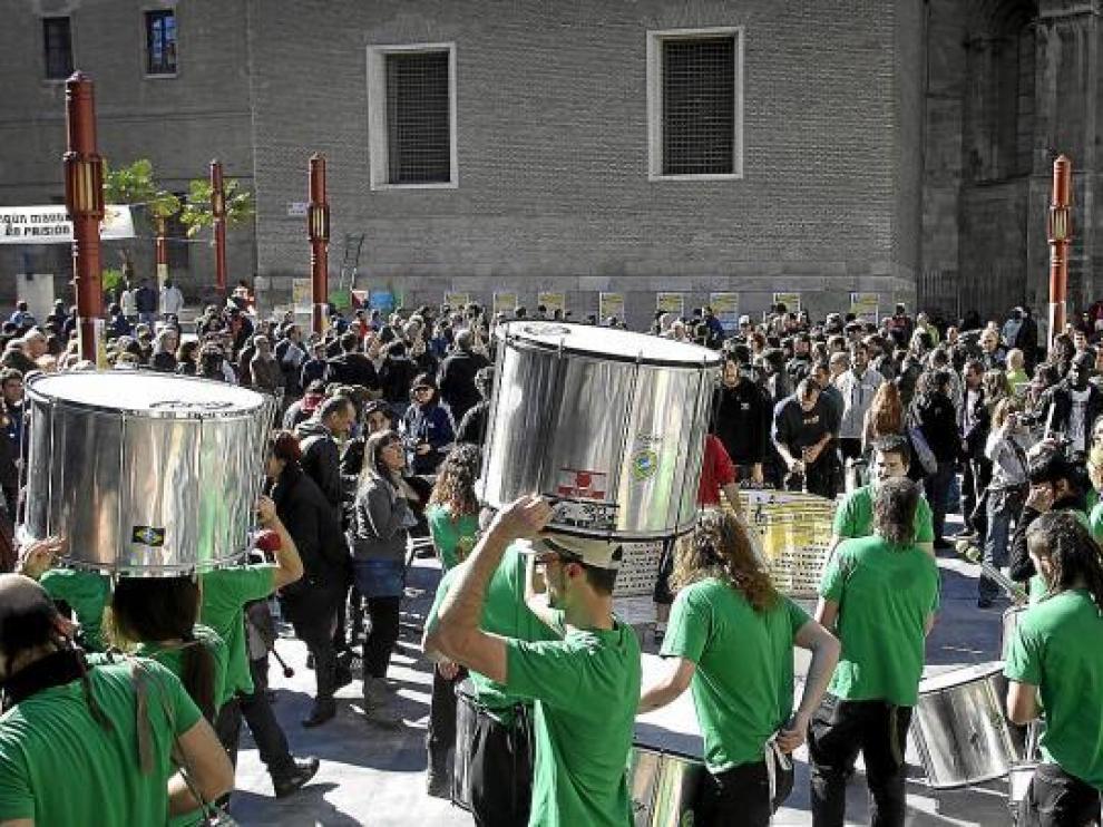 Los grupos de animación callejera llenaron de ritmo y música los alrededores de San Bruno