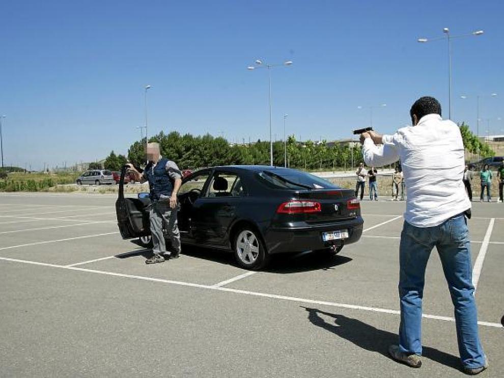 Prácticas de los escoltas del Cuerpo Nacional de Policía en el campus Río Ebro