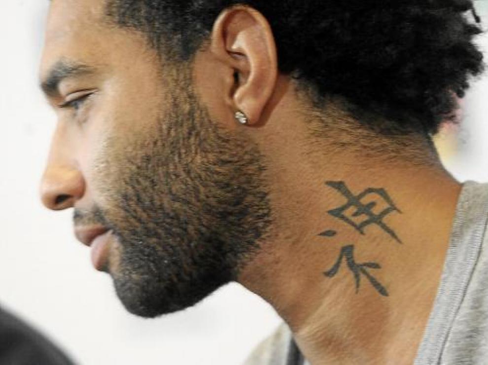 Jermaine Pennant y uno de los numerosos tatuajes que estampan su piel
