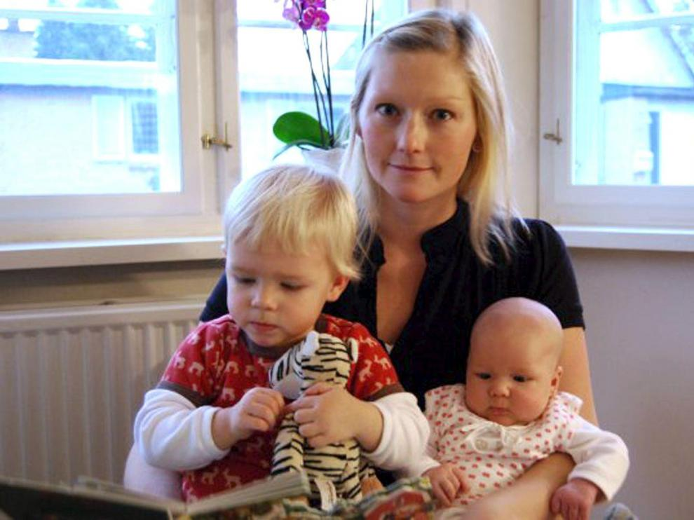La danesa Stinne Holm Bergholdt, con sus dos hijas