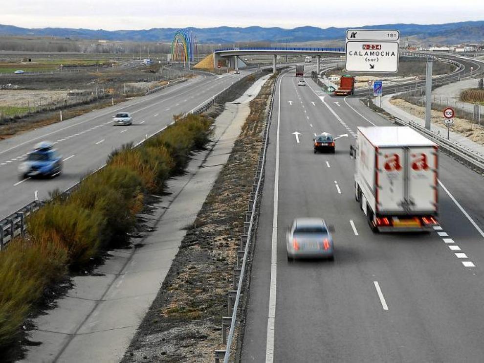 En la fotografía tomada ayer, tramo de la autovía Mudéjar en el que fueron detectados los dos vehículos a 240 kilómetros por hora