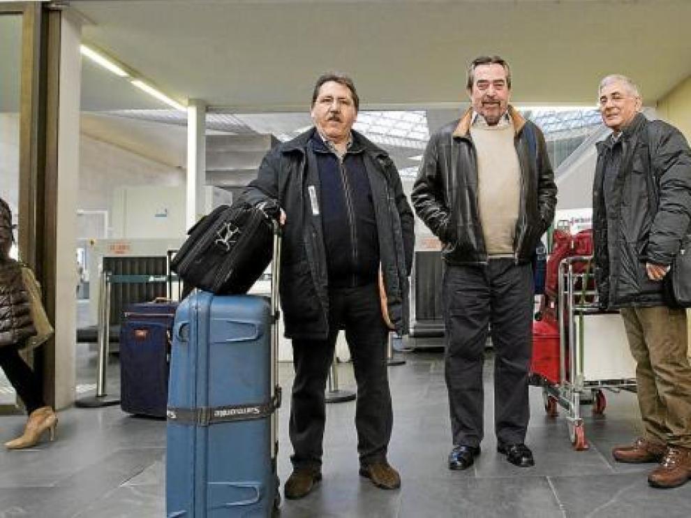Manuel Teruel, Juan Alberto Belloch y Manuel Blasco, ayer en la estación de Delicias