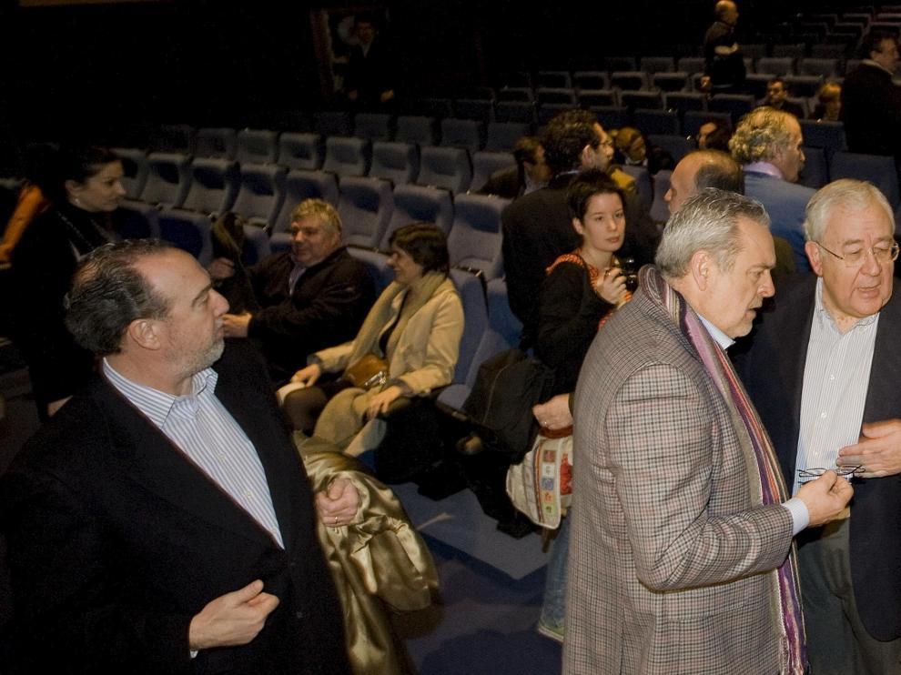 Boné, Biel y Sanmiguel conversan antes de empezar el comité nacional del PAR.