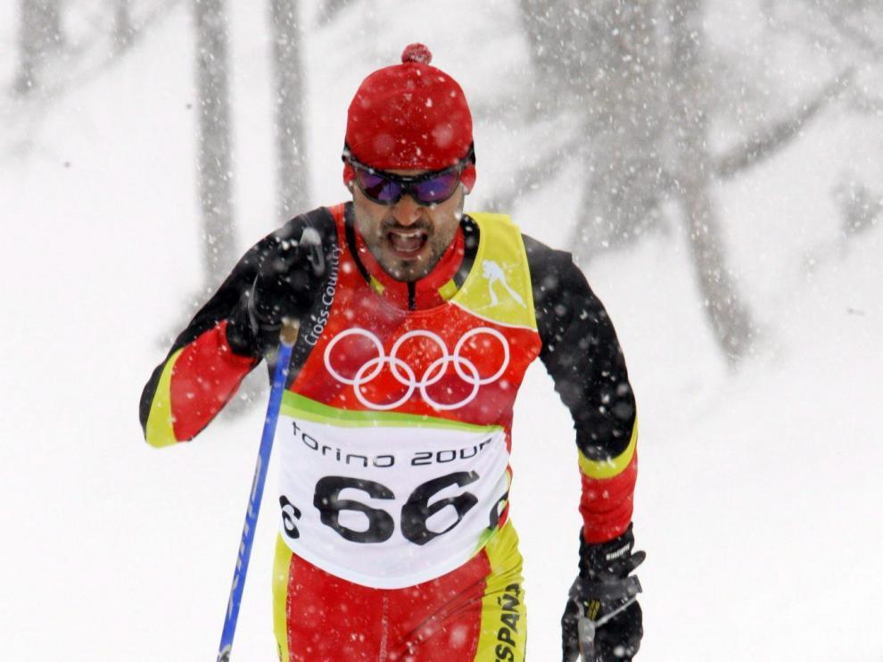 Diego Ruiz se desliza sobre la nieve en Turín