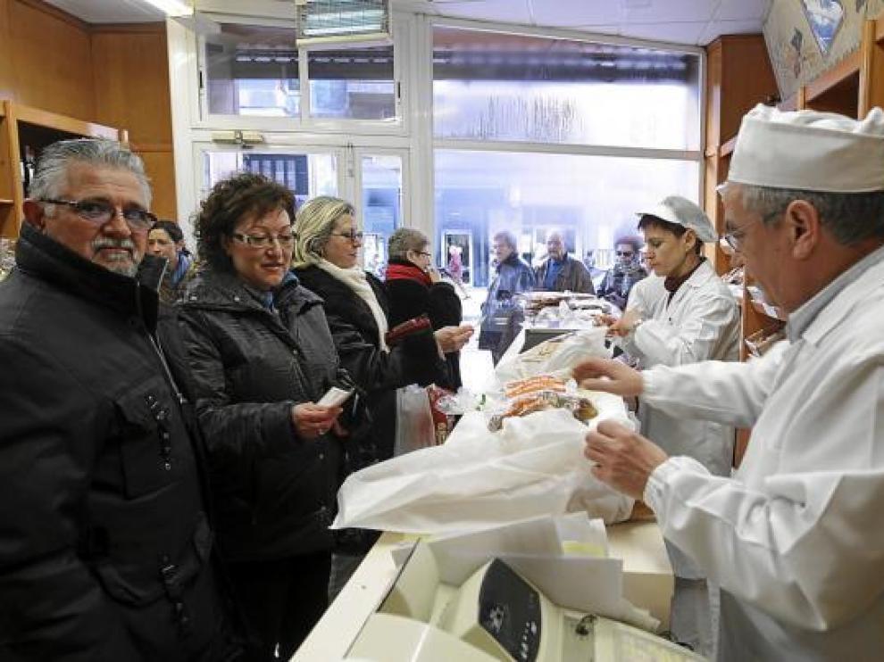 José Luis Pastor prepara la compra de Manolo Roy e Isabel Enfedaque (en primer plano).