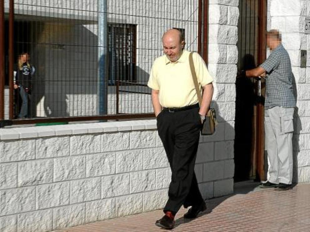 Luis Roldán a la salida del centro de inserción social de Torrero