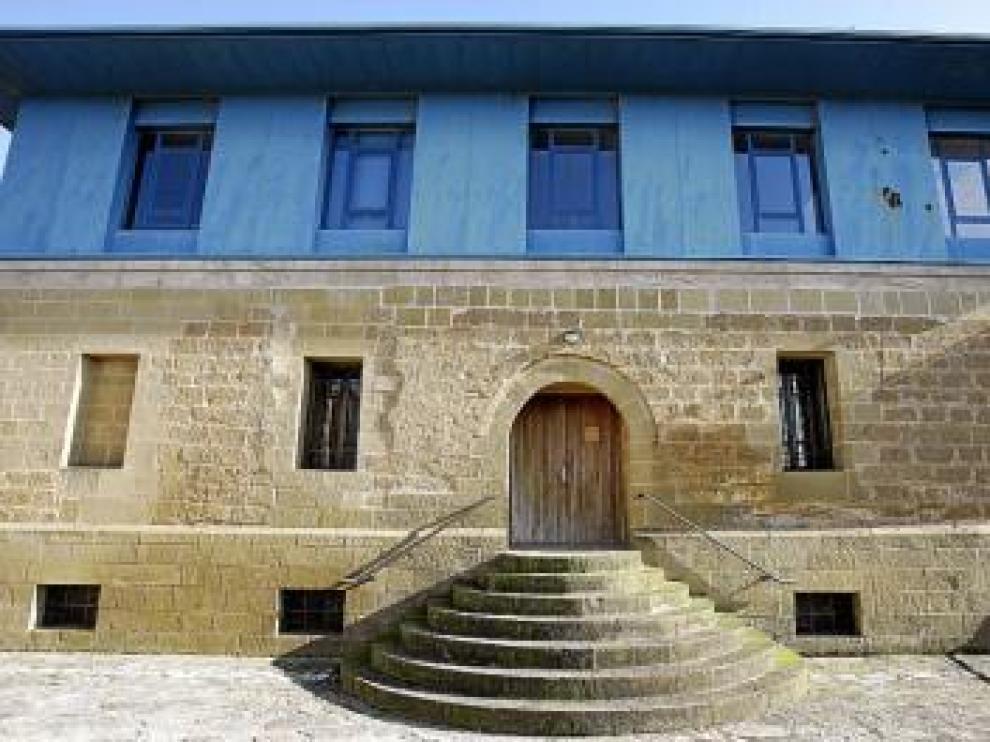 Fachada del nuevo ayuntamiento de Sangarrén.