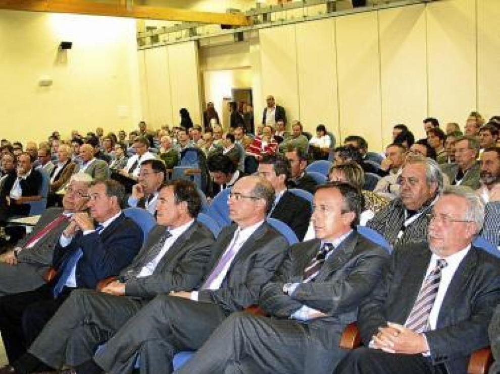 Unos 300 participantes asisten en Binéfar a la I Lonja Nacional.