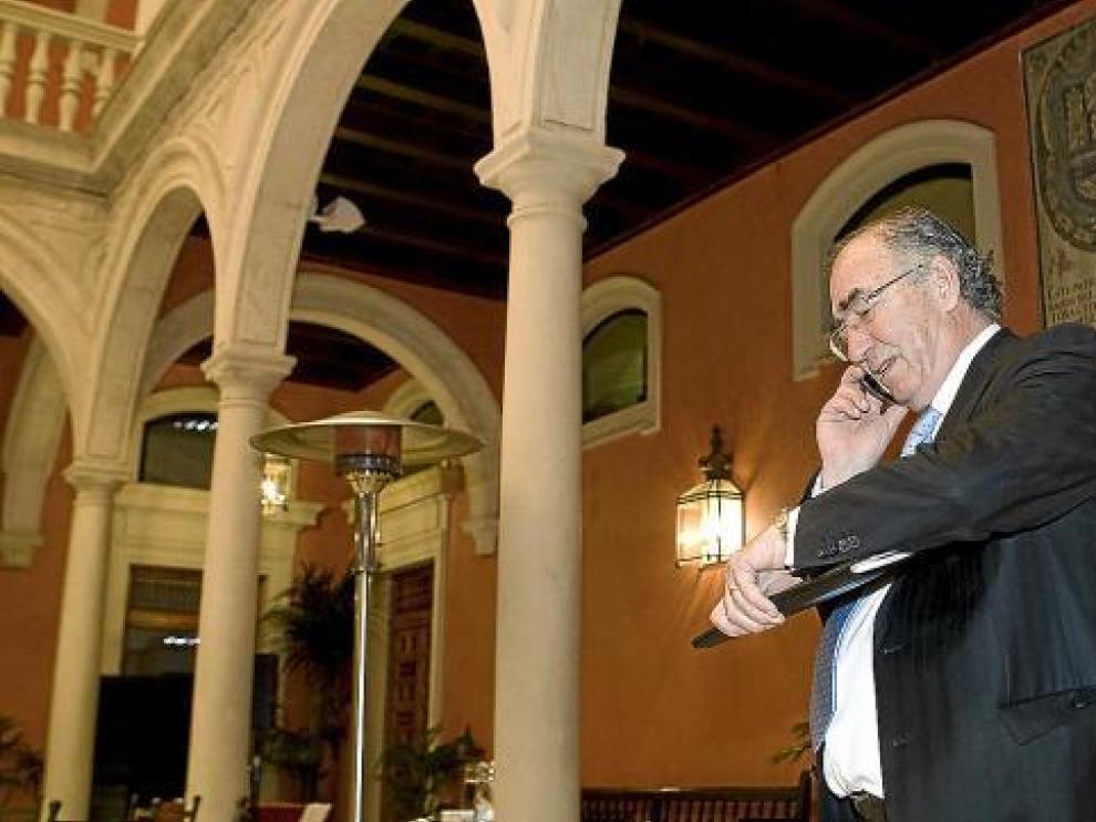 El presidente de Ibercaja, Amado Franco, tras la reunión del miércoles en Sevilla