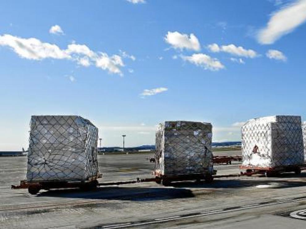 Transporte de mercancías para la exportación en el aeropuerto de Zaragoza.