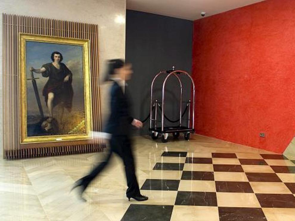 El 'David triunfante...' de Esquivel, en su emplazamiento en el hotel Reina Petronila.