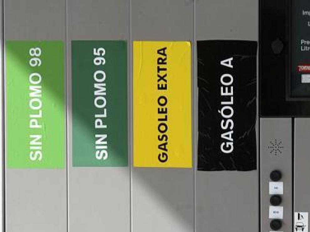 Compra colectiva de carburantes para ahorrar dinero, imagen de archivo.