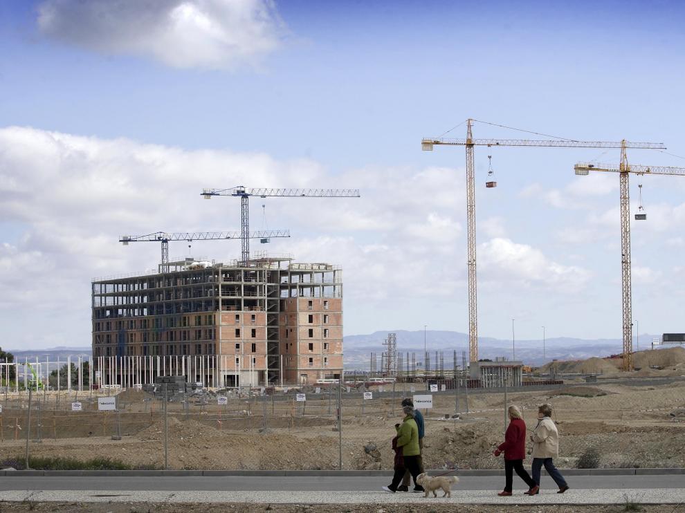 Imagen tomada ayer de una promoción de VPO en construcción en Parque Venecia, en Zaragoza.