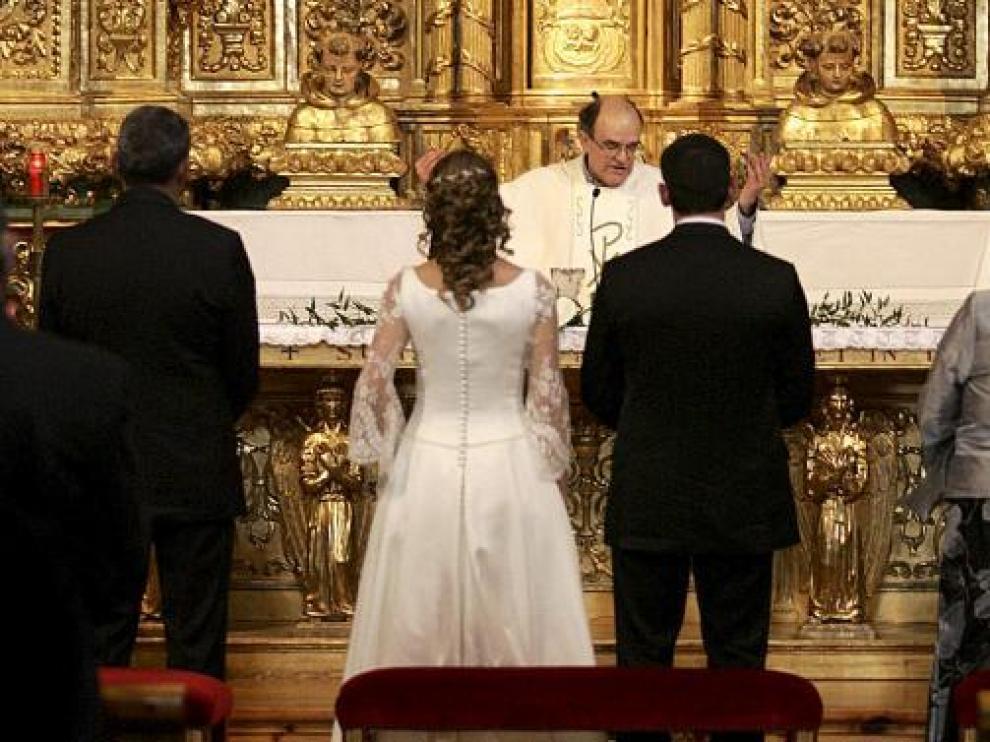 Una boda celebrada en la iglesia de Santo Domingo.