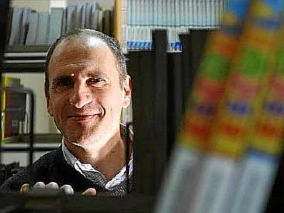 Javier Sáez, que vive en Alicante, acaba de publicar un nuevo libro, 'El pequeño rey. Director de orquesta'.