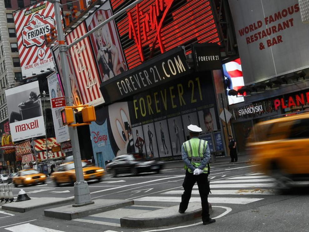 Los coches vuelven a circular por Times Square.