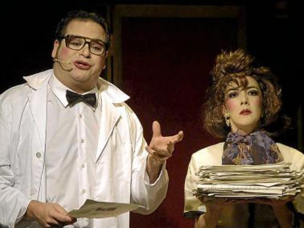 Jorge Usón y Carmen Barrantes, en 'Cabaré de caricia y puntapié'.