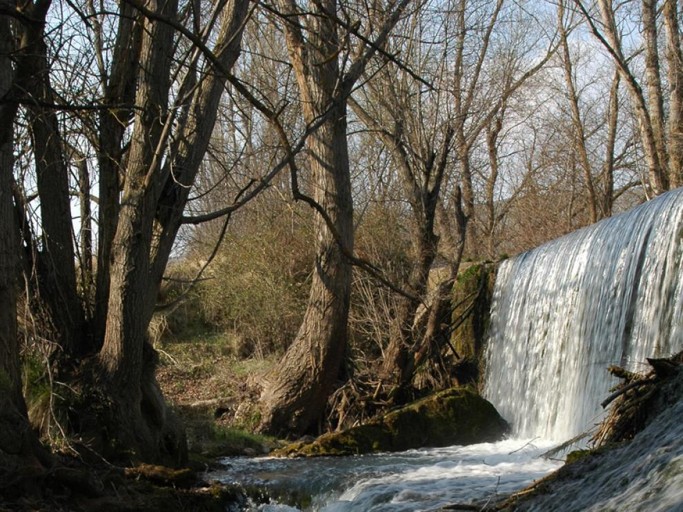 Azud del río Manubles a su paso por Berdejo.