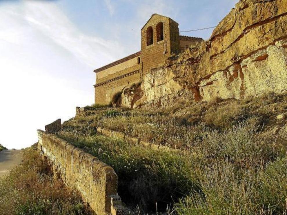 La iglesia de Marcén lleva doce años cerrada al culto y sufre graves problemas estructurales.