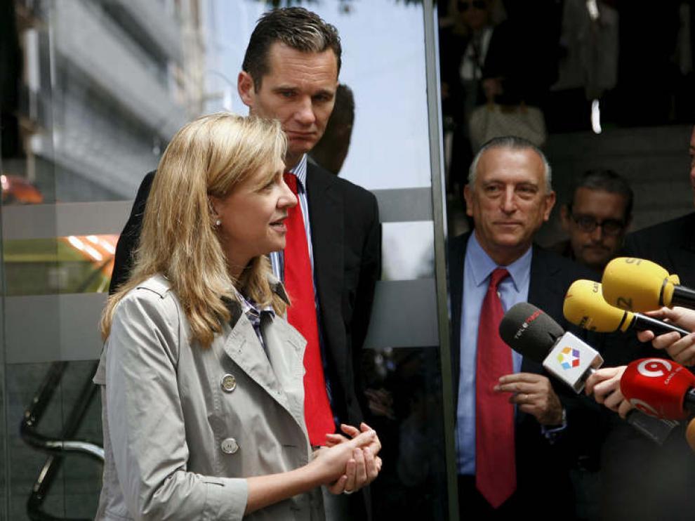 La infanta Cristina y su esposo tras visitar al Rey en el hospital