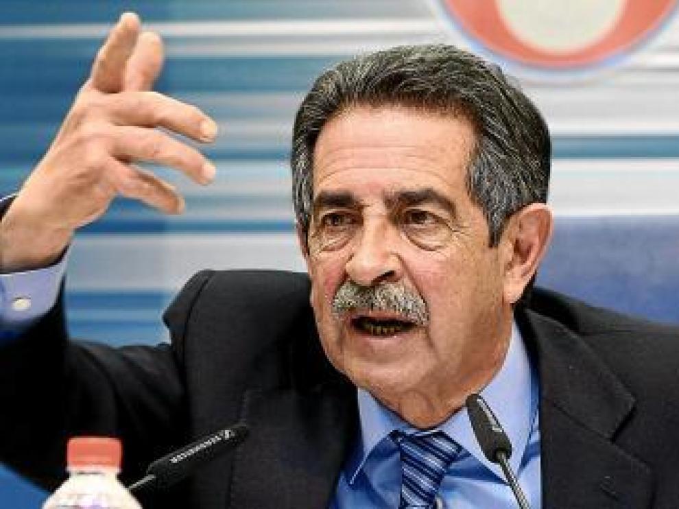 Revilla amenaza con romper con el PSOE si se paran las obras del AVE