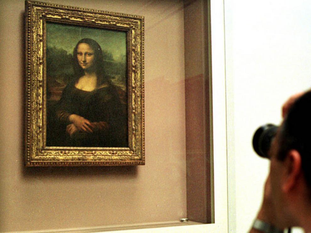 El famoso cuadro de Leonardo se exhibe en el museo del Louvre