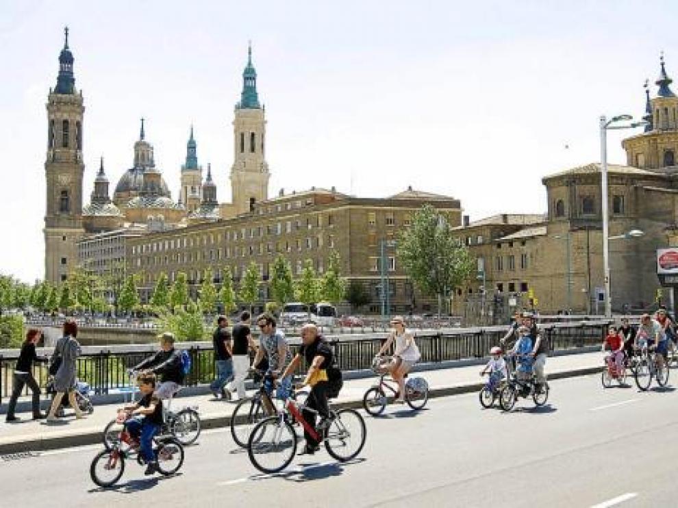 Las bicicletas son cada vez más populares en Zaragoza.