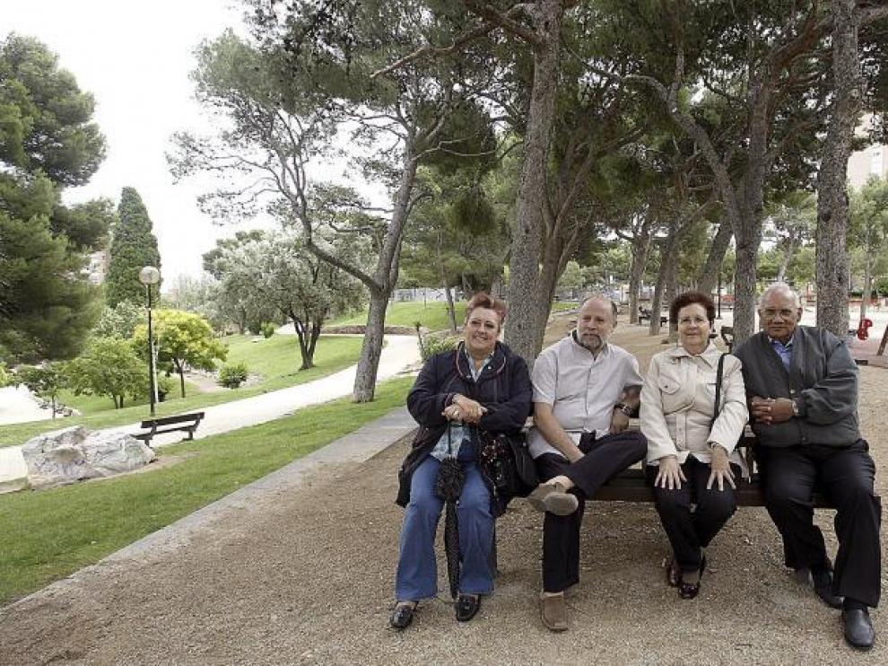 De izquierda a derecha, Valeri Navarro, Juan Pablo Vázquez, Rosa María Díaz y Luis Morales, en el parque Castillo de Palomar.