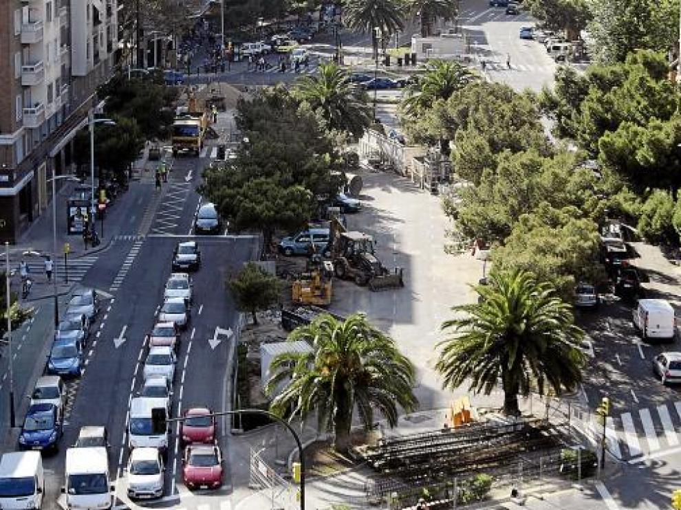 La reducción de carriles en el cruce de Goya con Gran Vía complica un poco más el tráfico en la zona.