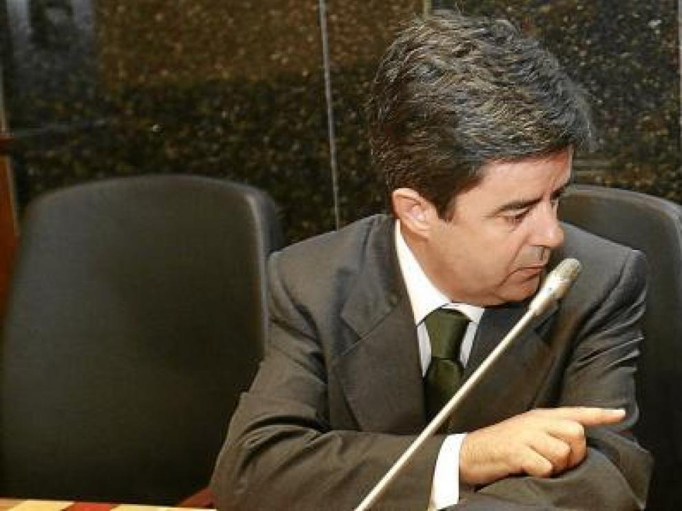 Luis Felipe y Fernando Elboj compartieron por última vez bancada en el salón de plenos del Ayuntamiento de Huesca. Uno y otro se dedicaron ayer elogios.