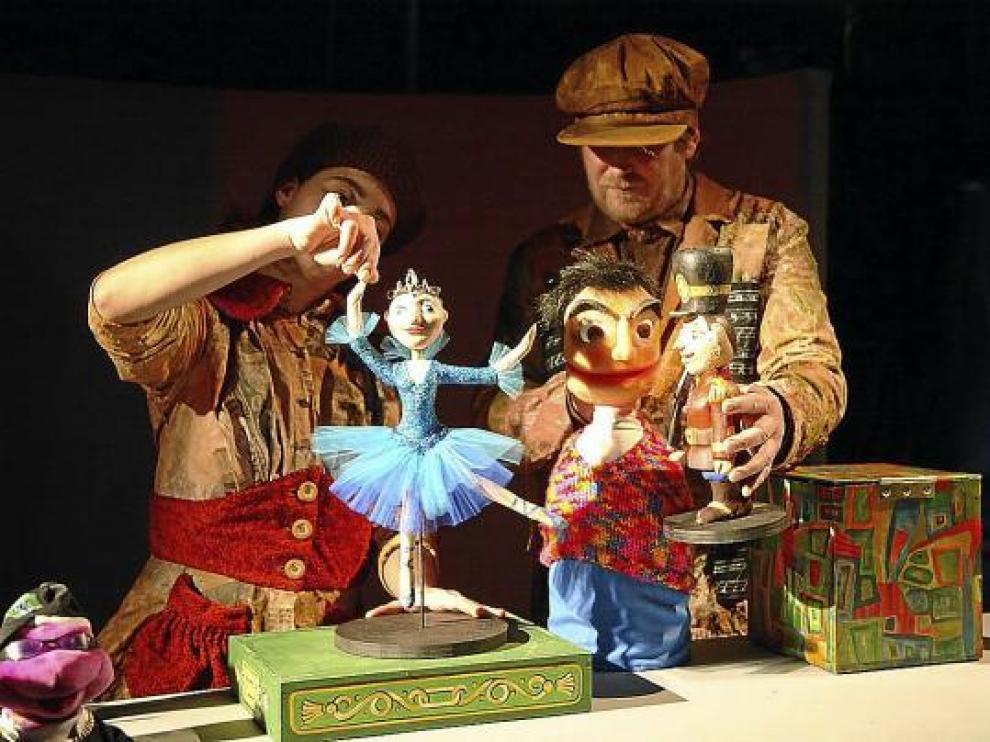 Las marionetas de 'El soldadito de plomo' en el Teatro Arbolé.
