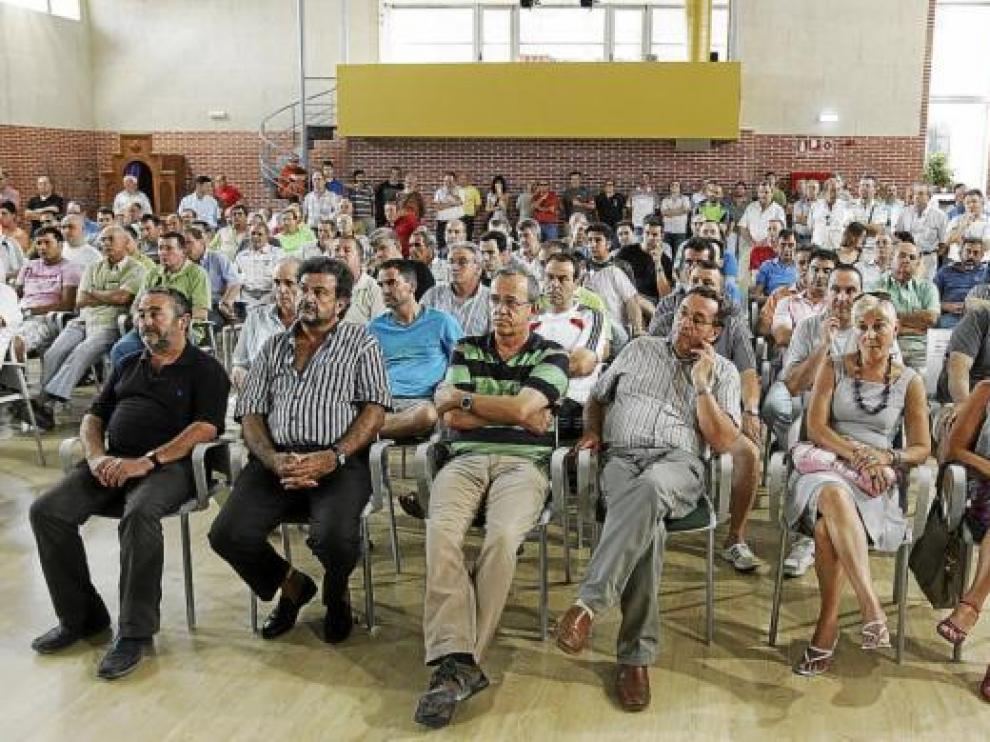 La asamblea se celebró en el salón de actos de la Cruz Blanca.
