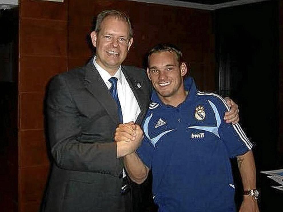 Menno Overvelde con su paisano, Wesley Sneijder, en Zaragoza.