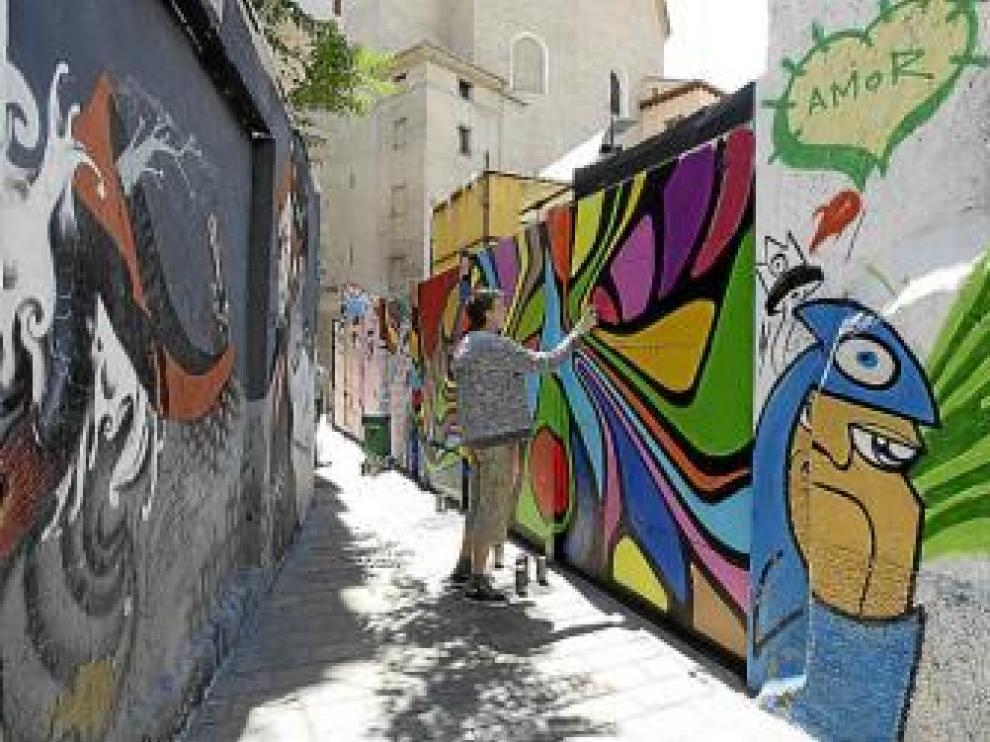 Los nuevos grafitis del Quinto Asalto en la calle de Estébanes.