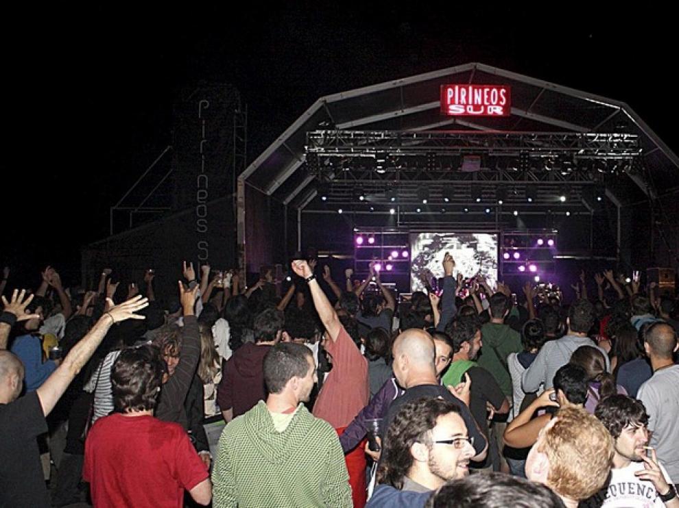 Actuación de Molotov en Pirineos Sur