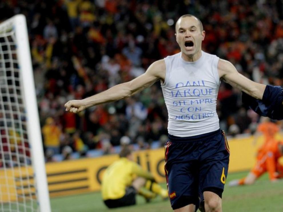 Iniesta celebra el gol que dio la victoria a España. El momento televisivo más visto del año