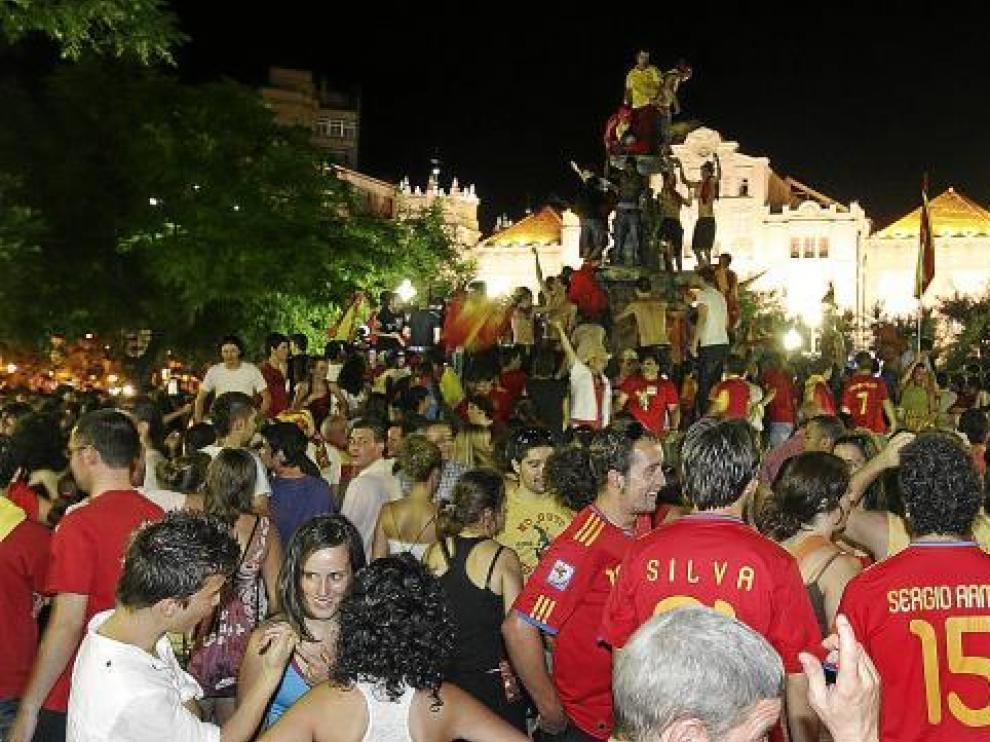 La plaza de Navarra fue el punto de encuentro para celebrar la victoria de la selección española.