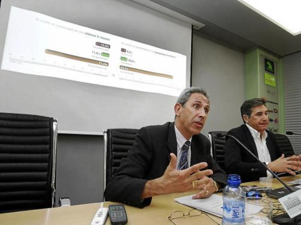 Salvador Cored (CEOS) y Ricardo Oliván (Cámara) presentaron el índice de confianza empresarial.