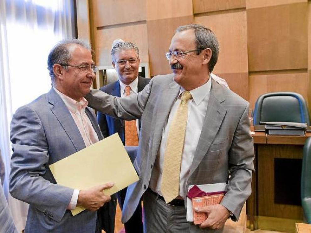 Catalá, a la derecha, saludó ayer a su sucesor en el Área de Economía, Fernando Gimeno.