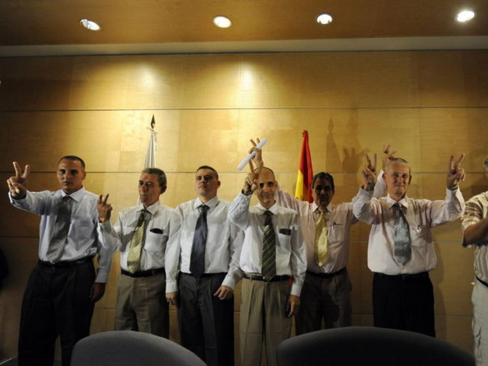 Los siete disidentes llegan a Barajas.